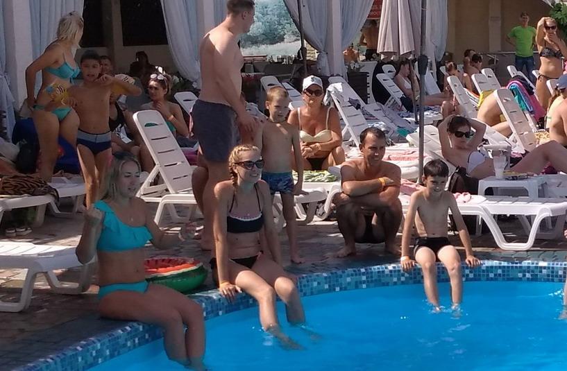 Название: Фото с открытого бассейна.jpg Просмотров: 148  Размер: 152.3 Кб