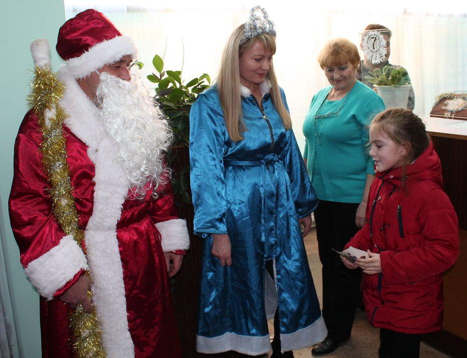 Название: Дед Мороз и Снегурочка - Дубоссары.JPG Просмотров: 79  Размер: 155.3 Кб