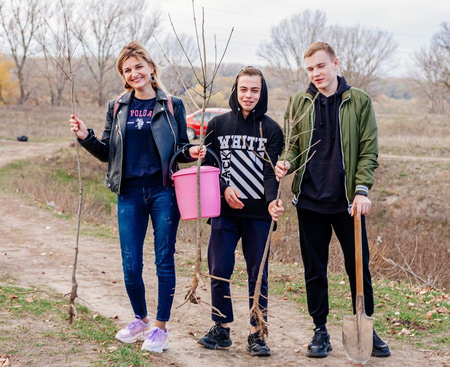 Название: Волонтеры сажают деревья.jpg Просмотров: 2  Размер: 242.9 Кб