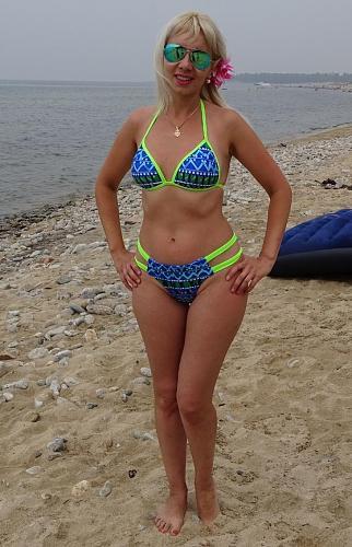Нажмите на изображение для увеличения Название: Женщина в 40 лет на пляже.jpg Просмотров: 73 Размер:93.3 Кб ID:1425