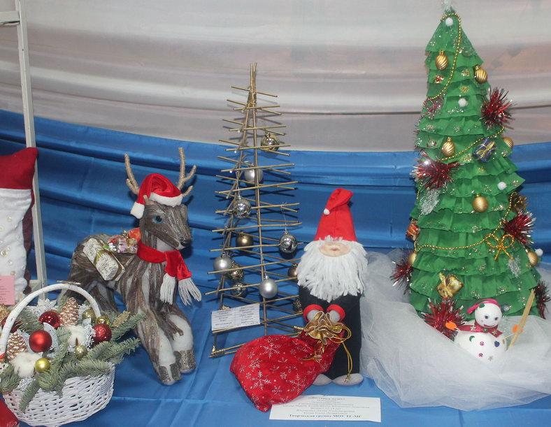 Название: Дед Мороз и олень с елкой.JPG Просмотров: 98  Размер: 132.9 Кб