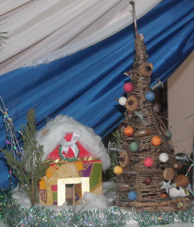 Название: Домик зимой и елка.JPG Просмотров: 60  Размер: 123.8 Кб