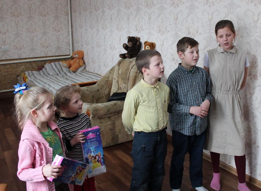 Название: Дети читают стихи Деду Морозу.JPG Просмотров: 181  Размер: 165.2 Кб