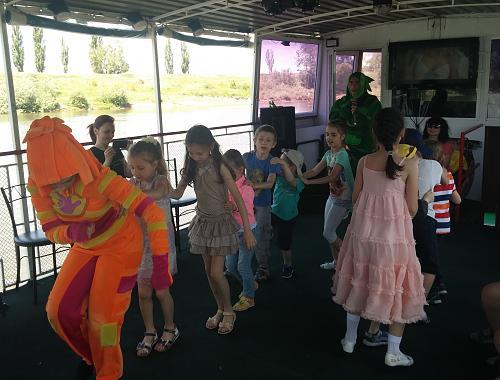 Нажмите на изображение для увеличения Название: Дети и фиксики танцуют.jpg Просмотров: 35 Размер:95.4 Кб ID:1557